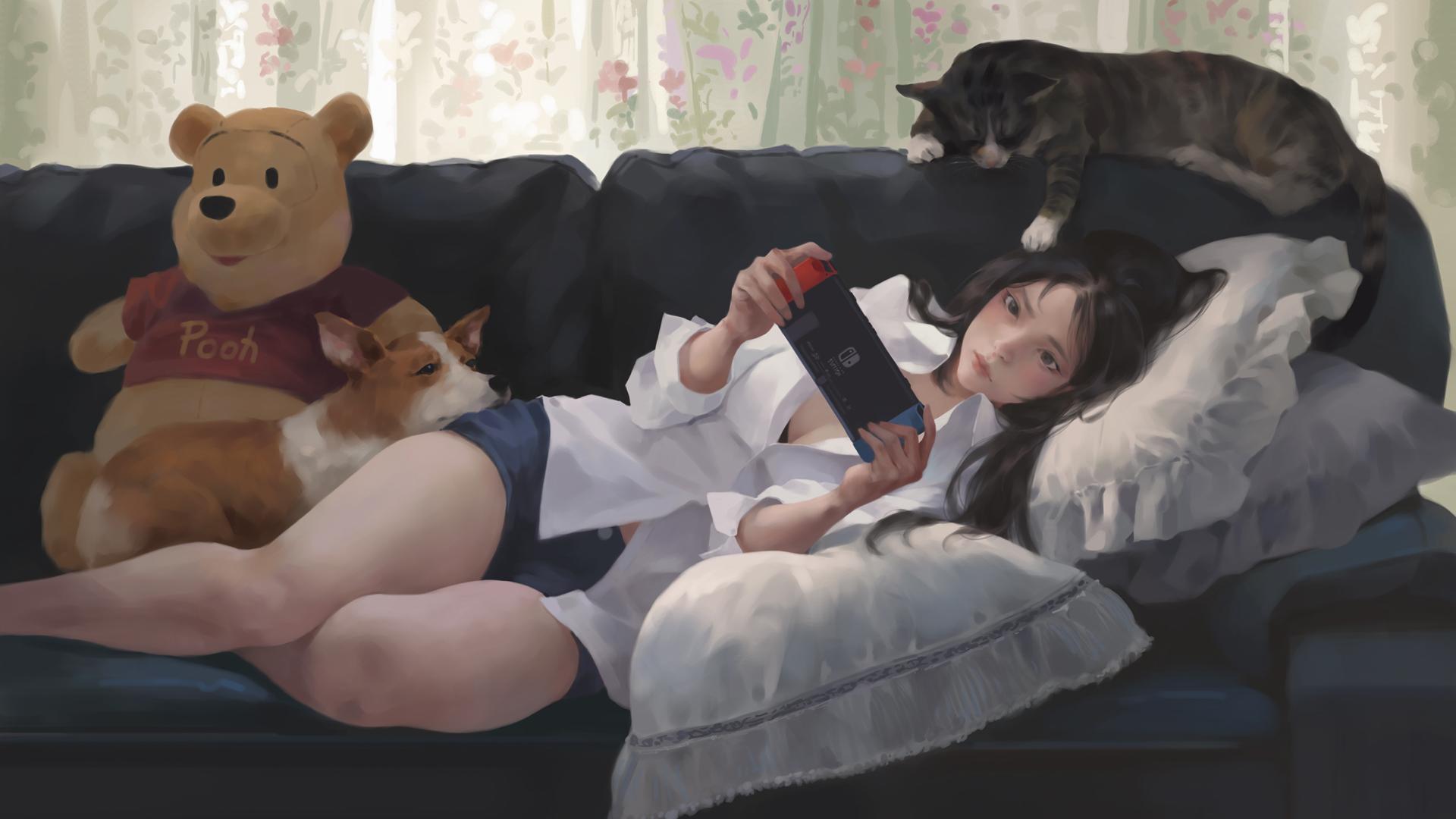 少女 看手机 沙发 猫 狗 小熊维尼 高清动漫壁纸