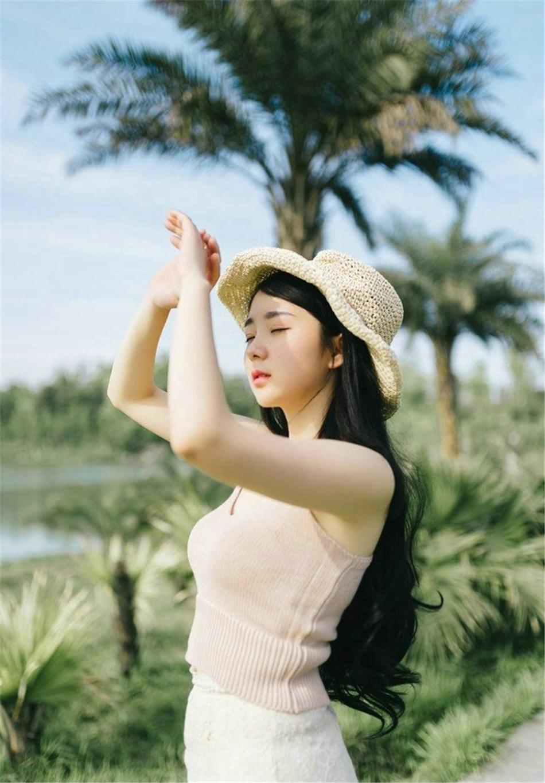 草帽美女黑长直发清新可人写真