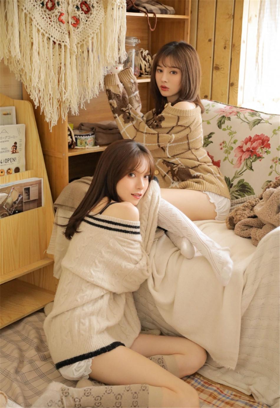 大长腿美女姐妹花室内个人写真