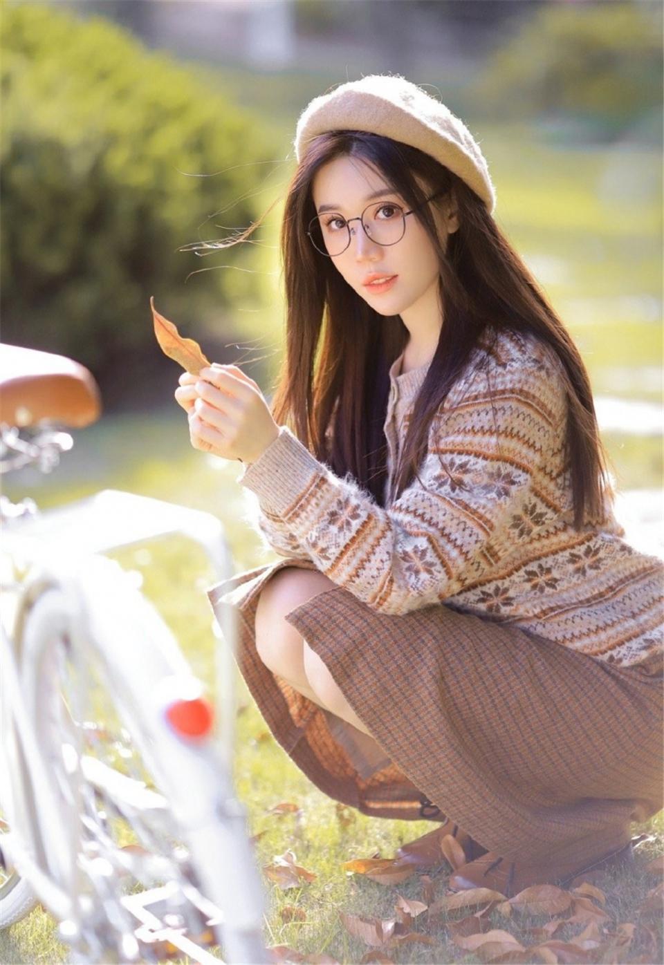 黑长直发美女美丽大方户外写真