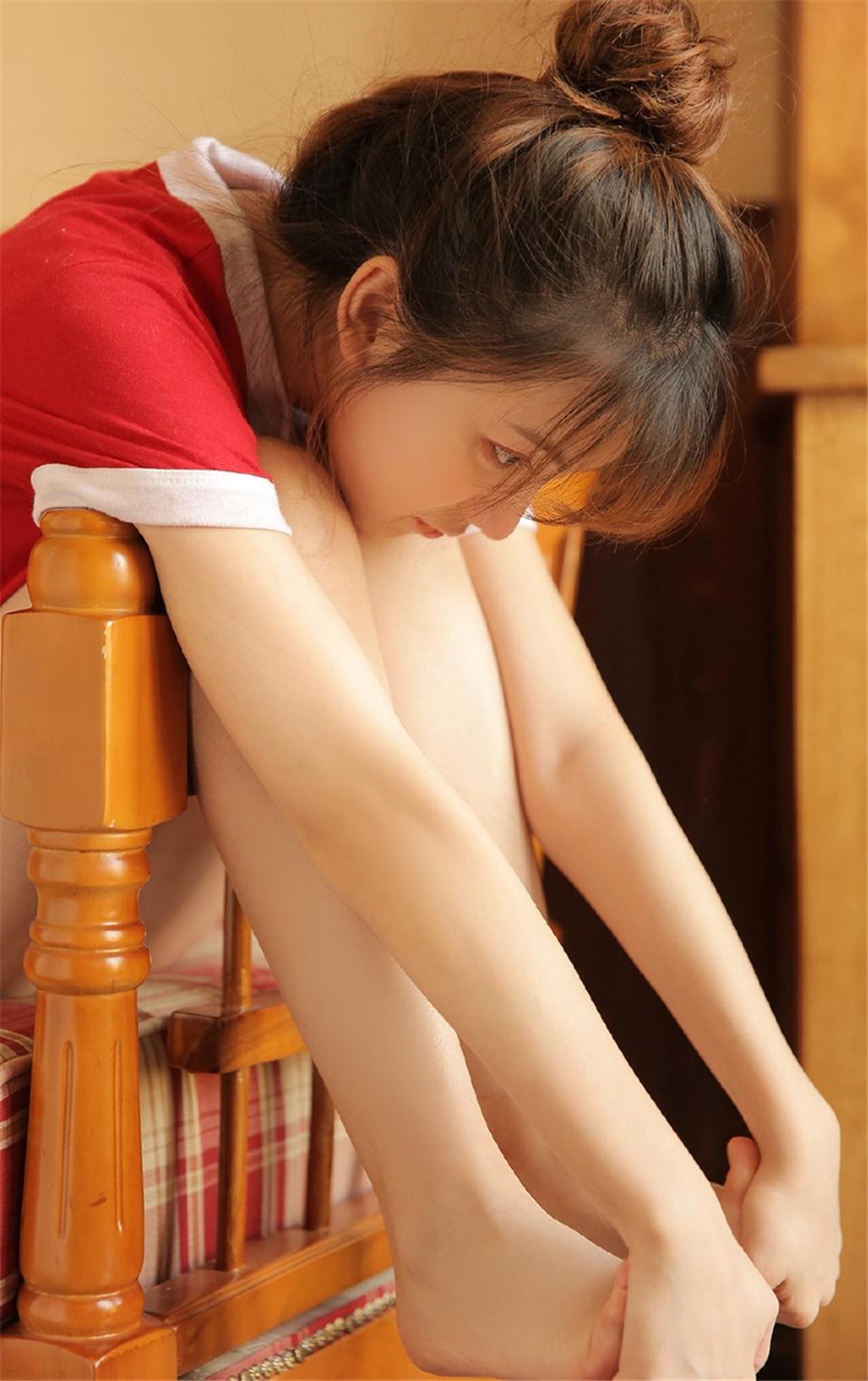 可爱甜心运动裤大长腿私房写真