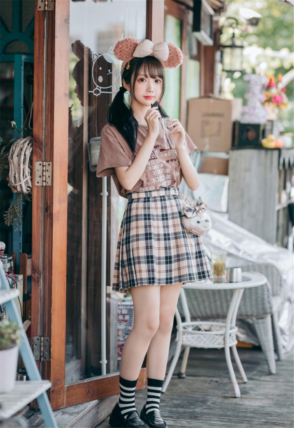 街拍短裙美女萝莉修长美腿写真