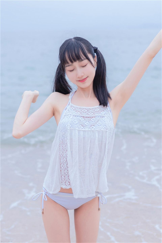 软萌妹子海边清纯写真