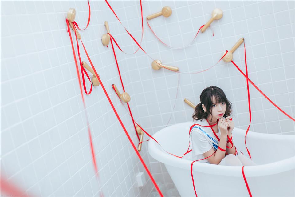 疯猫ss – NO.01 制服写真 浴室JK