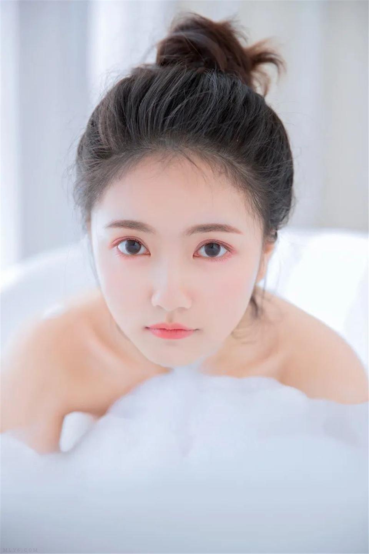 清纯美女 白色柔软