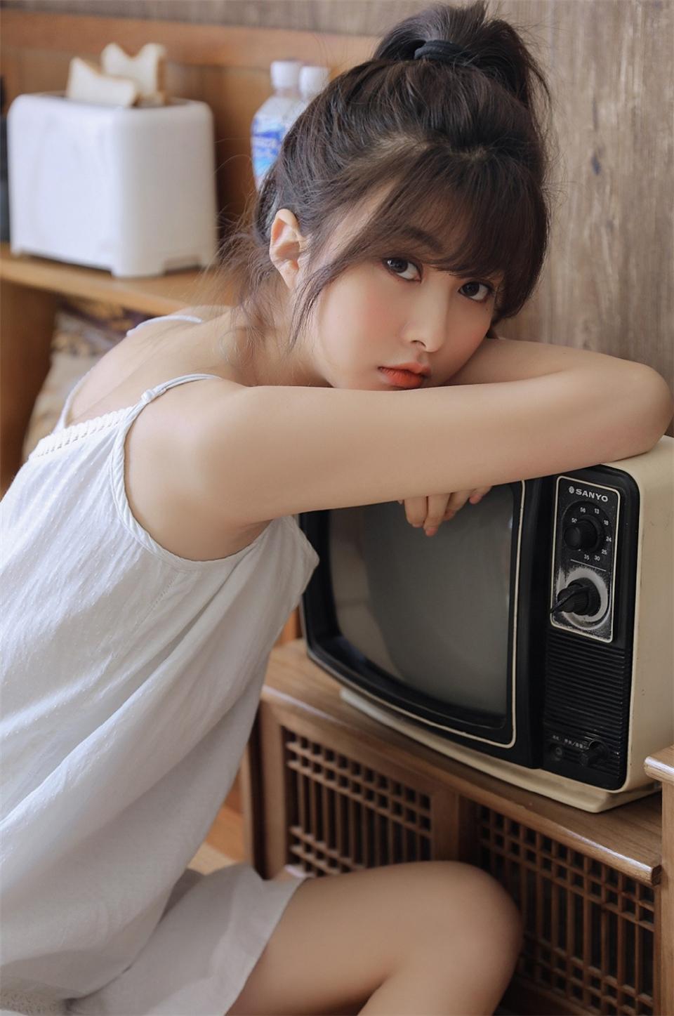 清纯不失妩媚的邻家小妹妹夏日清凉吸睛女生照片