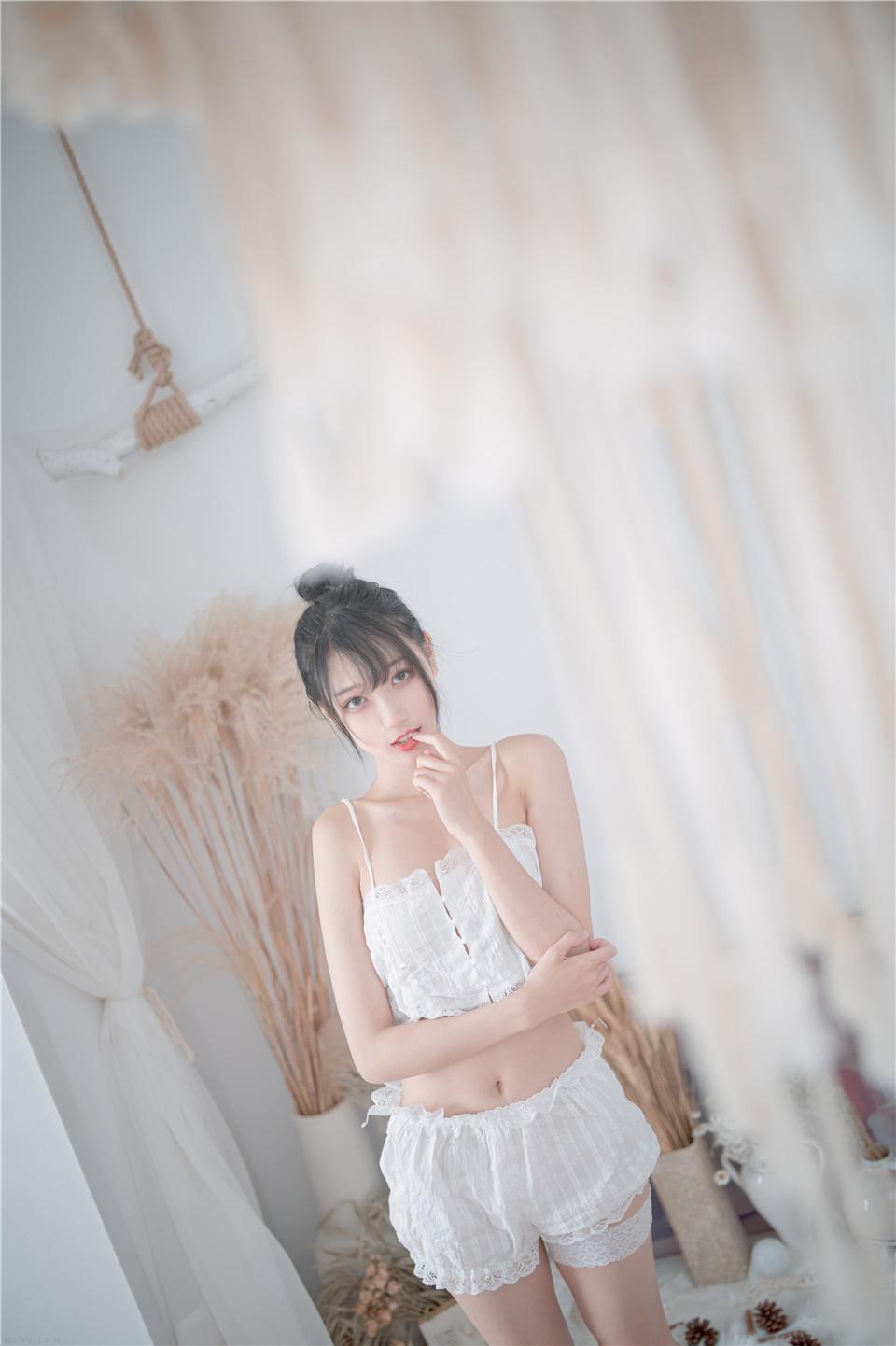 周叽是可爱兔兔 NO.015 白色睡衣[23P][196MB]