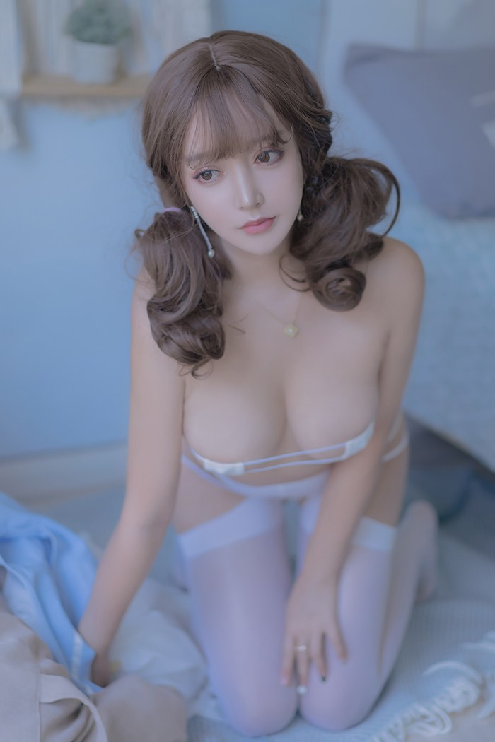 宅男女神米线线开档丝袜大秀美乳
