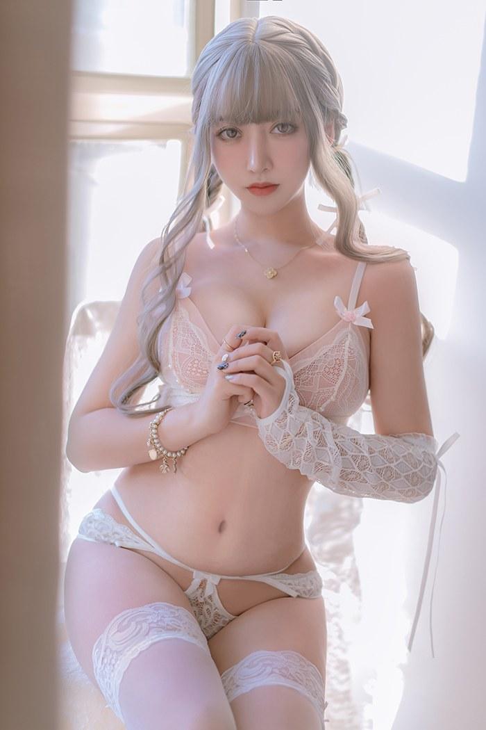 COS少女米线线情窦初开大秀性感美乳
