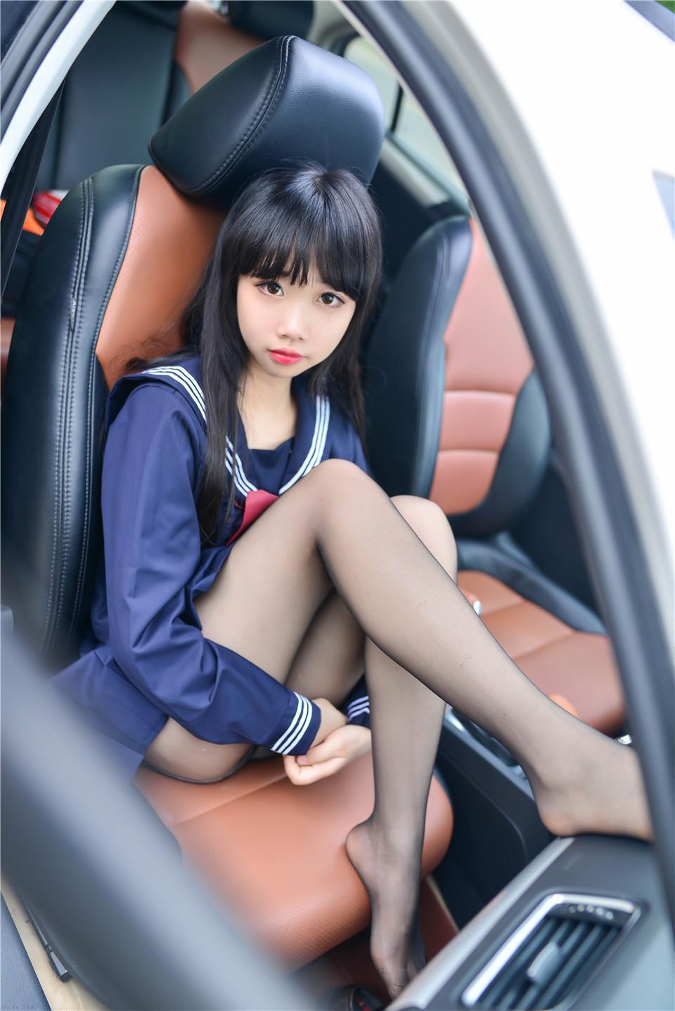 可爱美女 车内JK