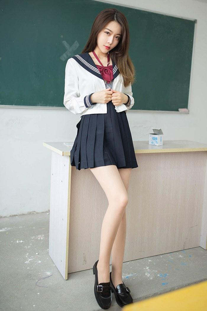 奶茶学生妹肉丝美乳教室露出