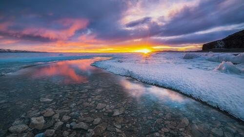 Sunset of the Lake Nam by Wang Jinyu