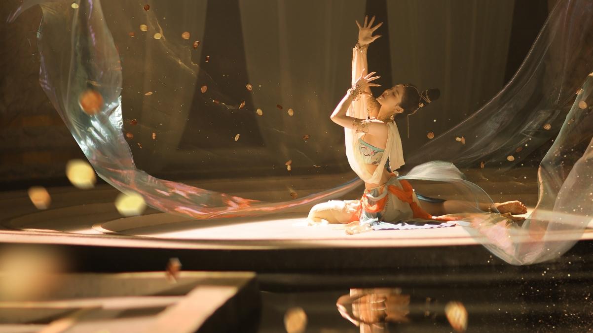 鸿音 敦煌 舞蹈 水池 阳光4k美女壁纸