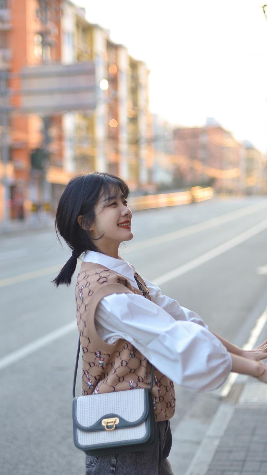 清纯可爱的街拍少女