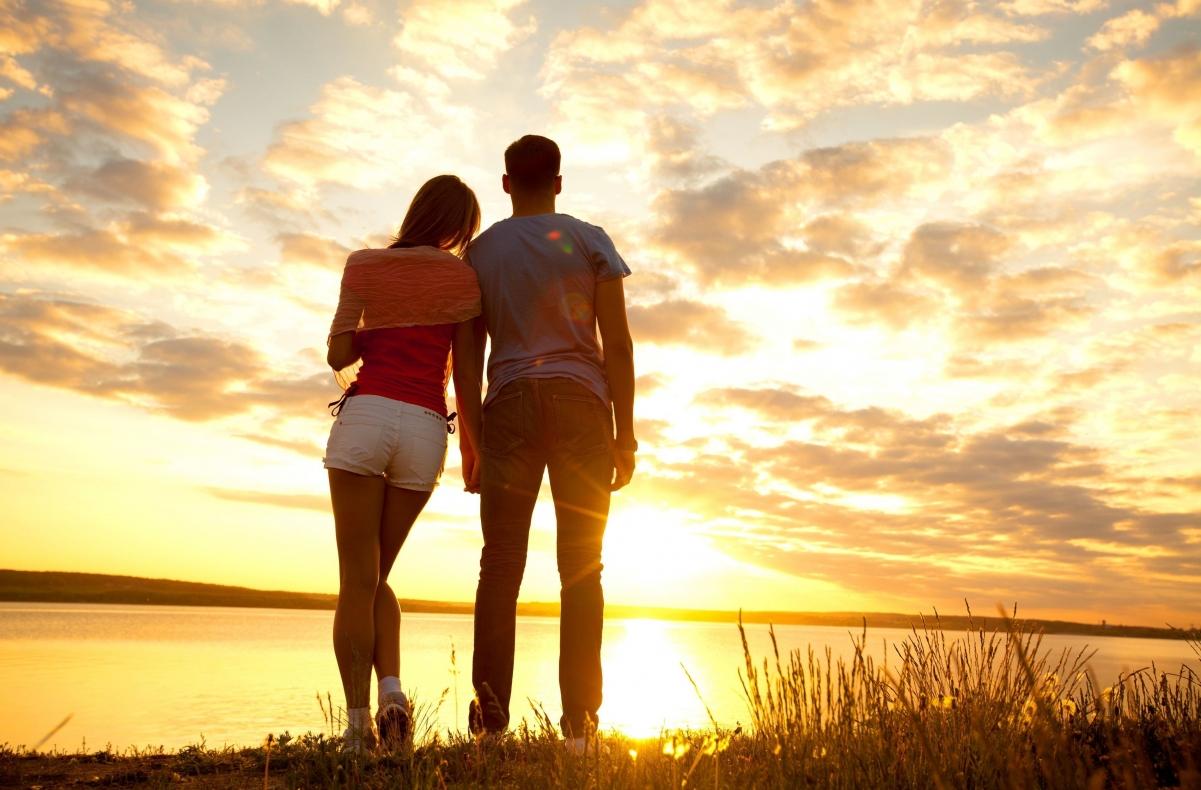 黄昏,日落,浪漫情侣,相依,风景图片