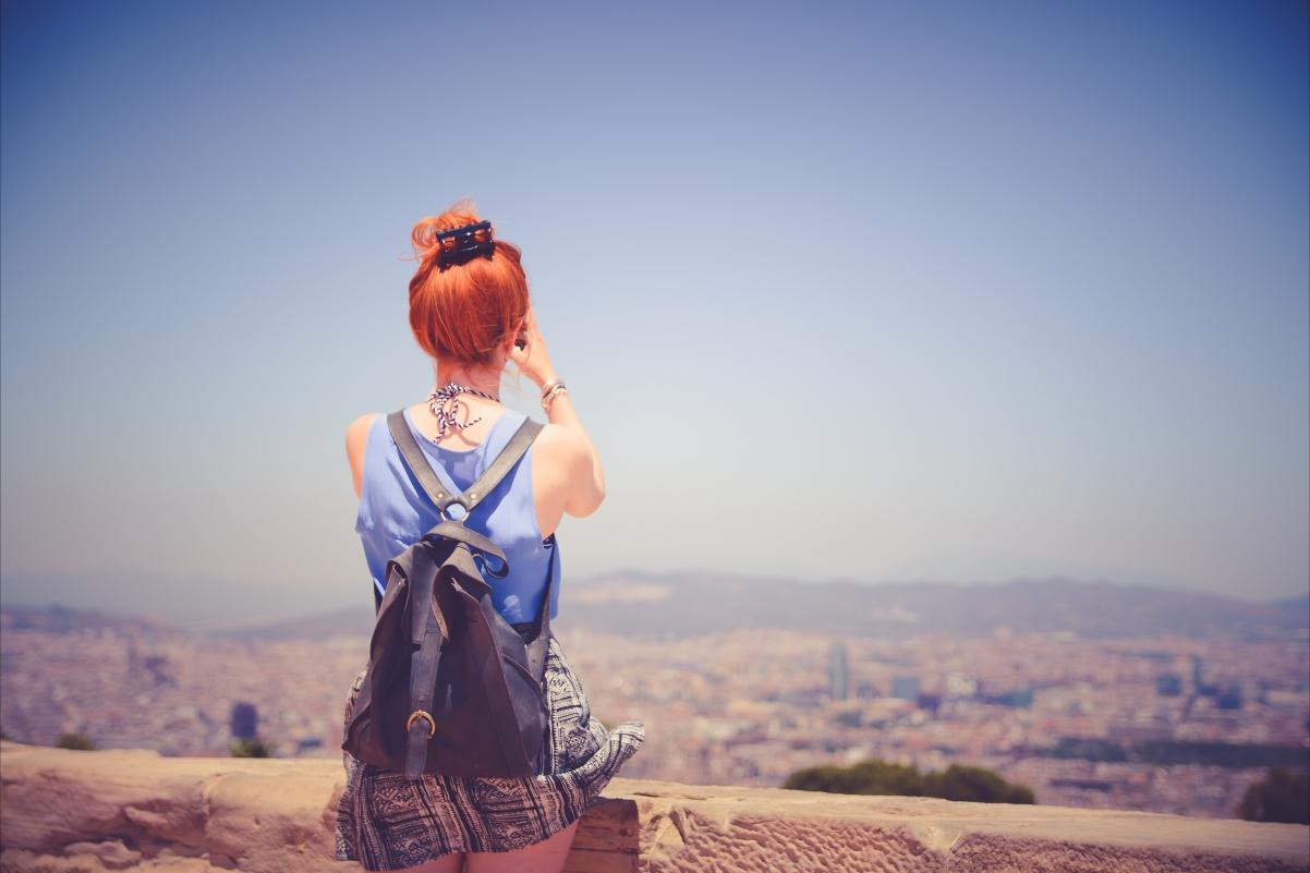 唯美的女孩背影摄影图片