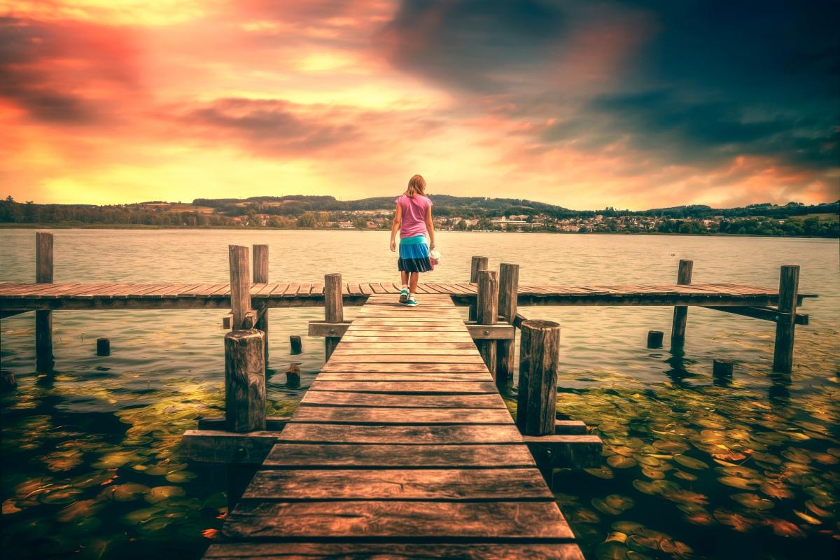 湖水,码头,女人,背影,唯美意境图片