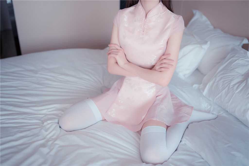 粉嫩小厨娘 短裙加白色