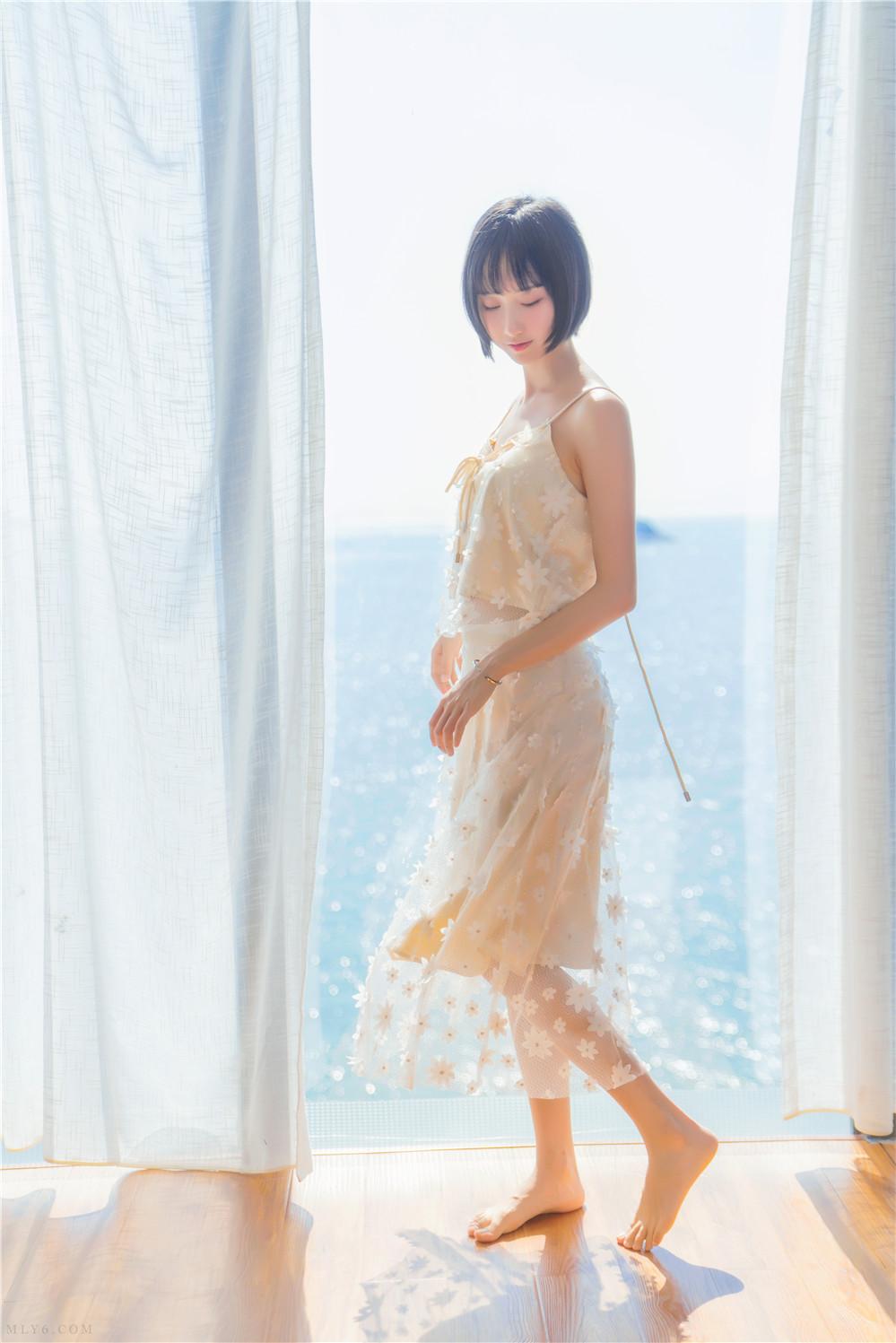 木绵绵OwO – NO.53 暖冬的海 米色裙子 [22P-391MB]