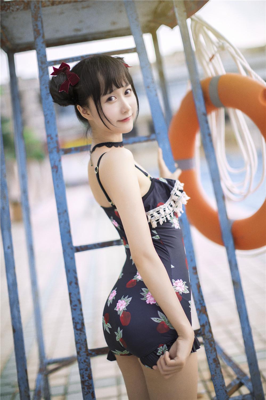 木绵绵OwO – NO.31 草莓泳衣 [40P-97MB]